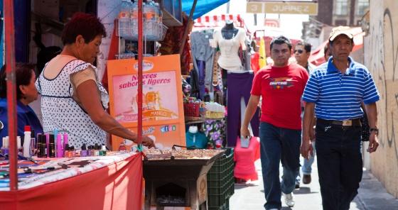 El 60% de los mexicanos está empleado en la informalidad.