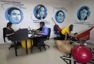 Integrantes del equipo de Lenddo trabajan en su sede en Bogotá. COLOMBIA.INN