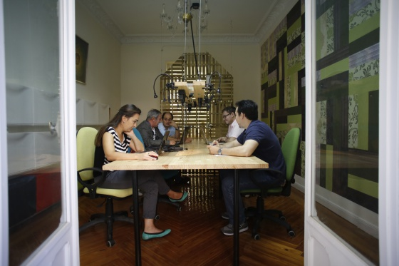 Un grupo de emprendedores, en The Shed Coworking (Madrid).