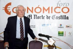 El alto comisionado del Gobierno para la Marca España, Carlos Espinosa de los Monteros, momentos antes de su intervención hoy en Valladolid en el Foro Económico organizado por el diario El Norte de Castilla.