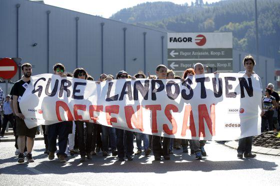 Trabajadores de Fagor se manifestaron el viernes en Mondragón (Guipúzcoa) en defensa de sus empleos.