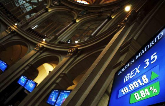 La pantalla, el el parqué de la Bolsa de Madrid, indica el máximo que el IBEX marcó el viernes