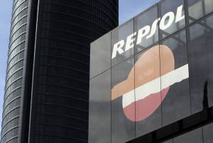 Vista del logotipo de la compañia petrolera Repsol,  en su sede del Paseo de la Castellana en Madrid. EFEArchivo