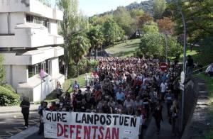 En la imagen, los trabajadores de la empresa durante una manifestación que recorrió la localidad guipuzcoana de Arrasate. EFEArchivo