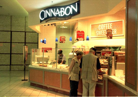 Cinnabon, famosa por sus rollos de canela, busca socios para instalarse en España.
