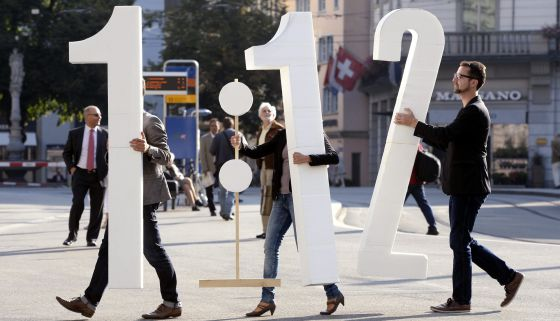 Activistas de la iniciativa 1:12, en Zurich (Suiza).