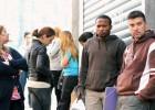 El paro registra una caída récord en diciembre con 107.000 personas