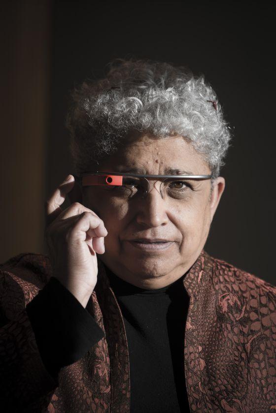 Carmen Medina estudia el uso policial de las Google Glass.