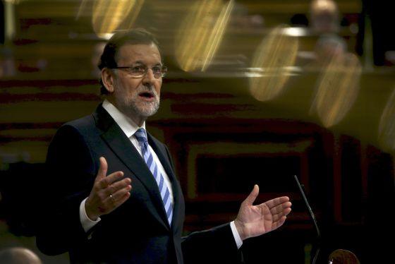 El presidente del Gobierno, Mariano Rajoy, se dirige a los diputados durante el debate sobre el Estado de la Nación