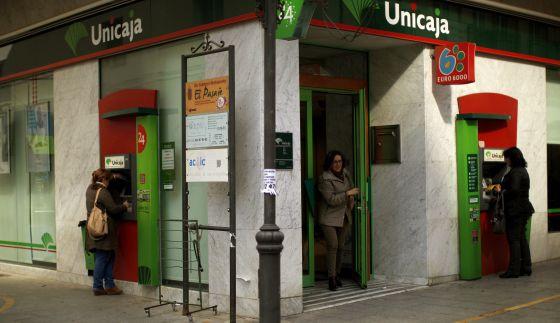 Bruselas aprueba el nuevo plan de reestructuraci n del for Unicaja banco oficinas