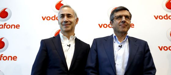 El consejero delegado de Vodafone, Antonio Coimbra, junto a Francisco Román, presidente de Vodafone España