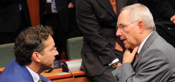 Jeroen Dijsselbloem, con el ministro de Finanzas alemán, Wolfgang Schäuble
