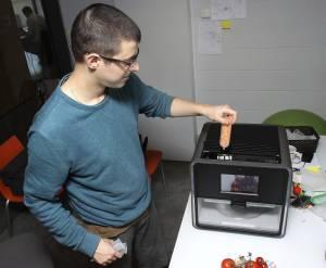 La empresa catalana Natural Machines ha lanzado al mercado la primera impresora 3D de comida, un novedoso dispositivo que empezará a fabricar en breve en China y del que ya ha recibido 400 pedidos, principalmente de Estados Unidos y de los países del norte de Europa.