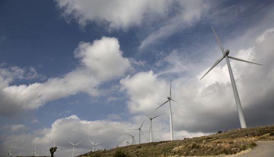 Aerogeneradores en el parque eólico de Renomar en Castellón.