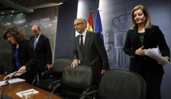 Guindos, Santamaría, Montoro y Báñez, tras Consejo de Ministros.
