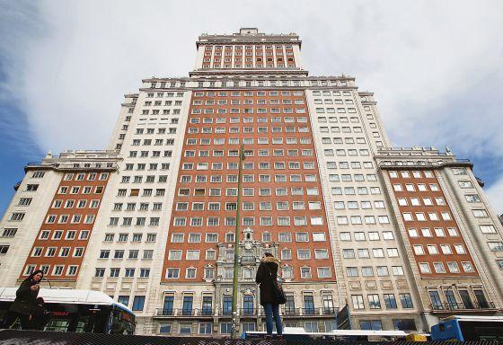 Fachada principal del Edificio España, en Madrid