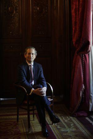 Anthony Gardner, antes de la entrevista, en la Casa América de Madrid