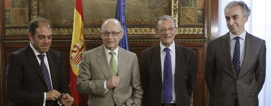 El ministro de Hacienda junto a los principales responsables de las asociaciones de autónomos.