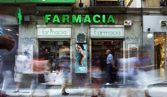 Fachada de una farmacia en el centro de Madrid.