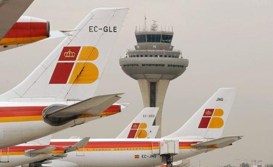 Aviones de Iberia, en la pista de Barajas.