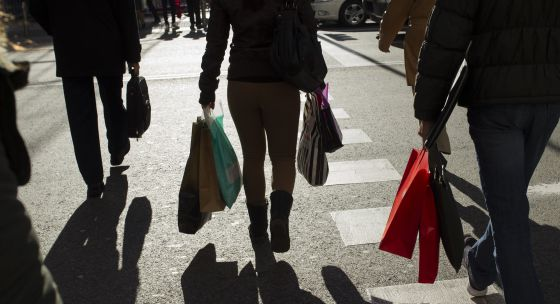 El consumo eleva el PIB del segundo trimestre al 0,6%.