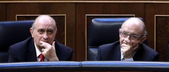 El ministro de Interior, Jorge Fernández Díaz, y el ministro de Hacienda, Cristóbal Montoro.