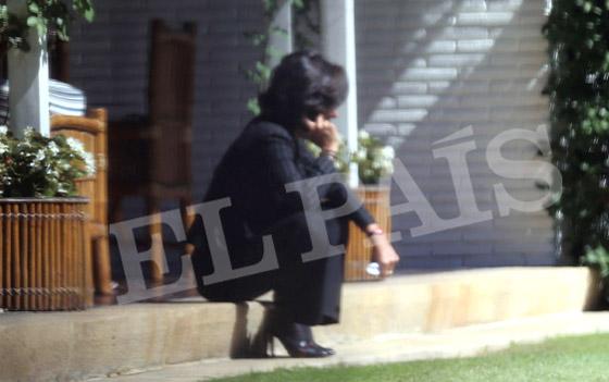 Ana Botín, este miércoles en el jardín de la residencia familiar en Somosaguas.