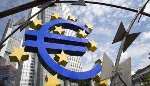 Logo del euro que decora los alrededores de la sede del BCE.