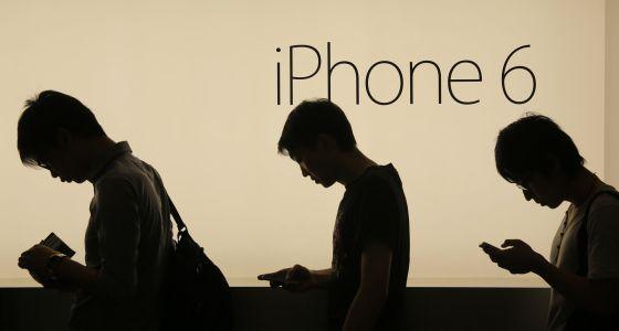Fila para comprar el iPhone 6 en una tienda Apple de Hong Kong.
