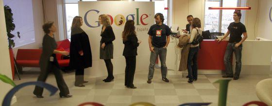 Trabajadores en la sede de Google en España.