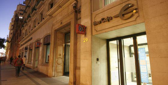 El espejismo de la hipoteca del 100 vivienda el pa s for Bbva sevilla oficinas