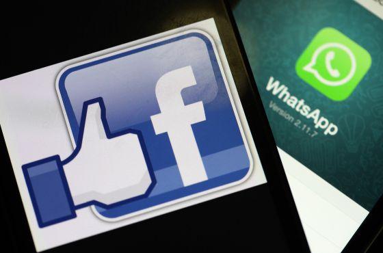 Logos de las aplicaciones Facebook y WhatsApp.