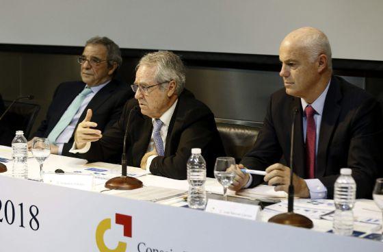 El director de inversiones del Santander, José Manuel Campa; el director general del CEC, Fernando Casado, y el presidente de Telefónica y del CEC, César Alierta.