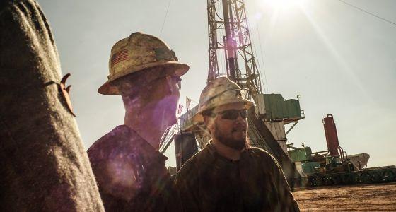 Trabajadores en el campo de petróleo de Williston, en Dakota del Norte (EE UU).