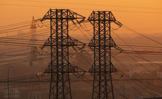 Torres eléctricas a la altura de San Fernando de Henares (Madrid).