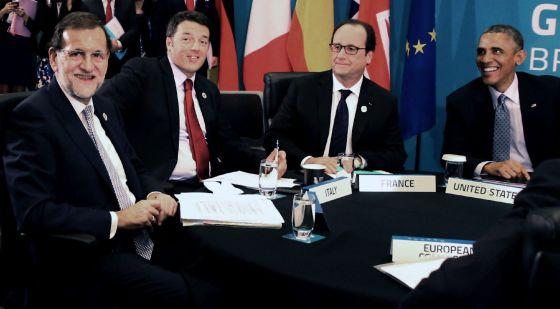 El presidente del Gobierno español, Mariano Rajoy en una reunión de trabajo sobre la Asociación Transatlántica para el Comercio y la Inversión con el primer ministro de Italia, Matteo Renzi (segundo por la izquierda), el presidente de Francia, Francois Hollande (segundo por la derecha), y el presidente de EE UU, Barack Obama (derecha)