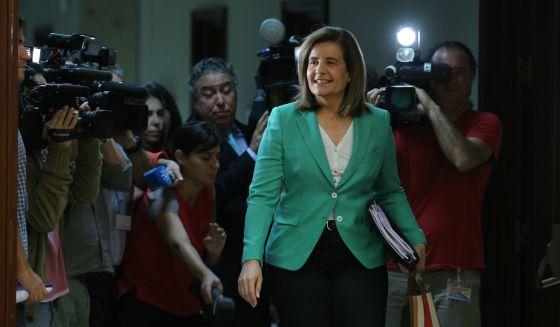 La ministra de Empleo, Fátima Báñez, en el Congreso