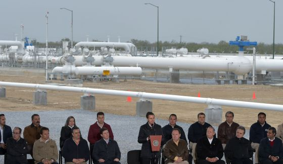 El presidente mexicano, Enrique Peña Nieto, en las instalaciones del gasoducto Los Ramones.