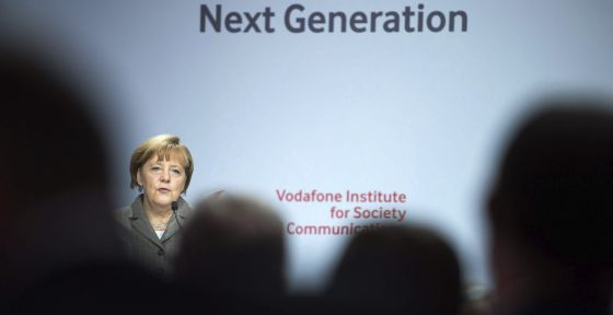 """Angela Merkel, durante su intervención en la conferencia """"Instituto Vodafone para la Sociedad y Comunicación"""" en Berlín."""
