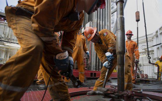 A queda do petróleo contribuirá com 0,8% para o crescimento mundial