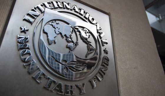 Placa en la sede del FMI, en Washington.