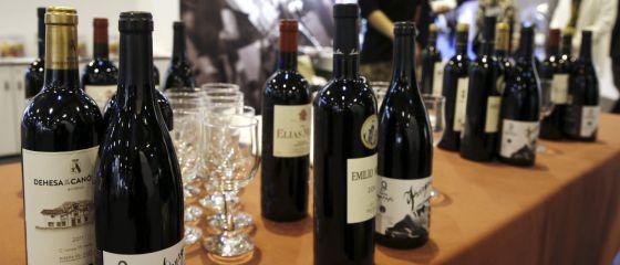 Detalle de vinos durante FITUR.