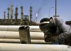 La elevada deuda de las petroleras acelera la caída del crudo