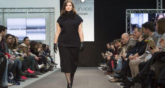 Una modelo de tallas grandes, en la feria Fashion Show de Madrid celebrada en febrero.