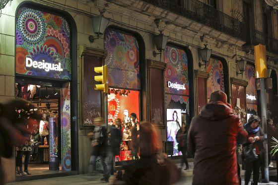 Tienda de Desigual en La Rambla de Barcelona