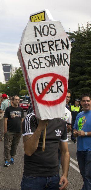 Protesta de taxistas en Madrid contra Uber en junio de 2014