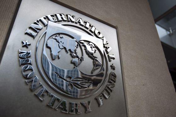 La economía mundial, condenada a crecer menos, según el FMI