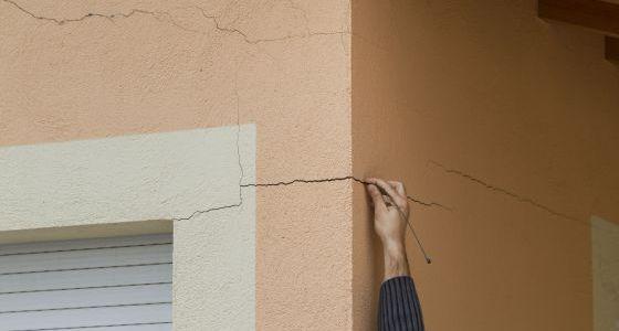 Adi s a las grietas en las paredes vivienda el pa s for Paredes que no llegan al techo