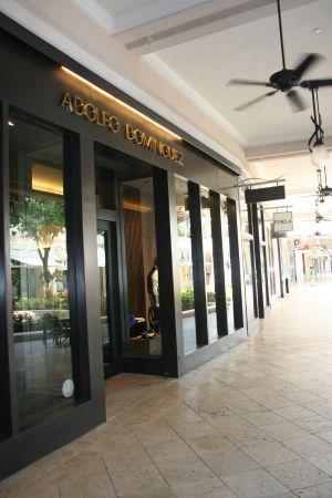 Adolfo dom nguez convoca una junta para vender una tienda for Tiendas adolfo dominguez valencia