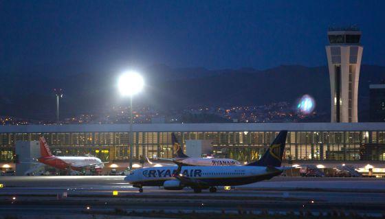 Dos aviones de Ryanair y otro de Air Berlin en el aeropuerto de Málaga